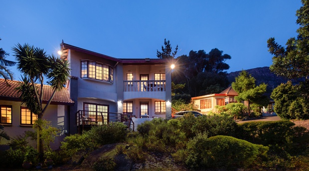 Luxury accommodation in Hout Bay. Top rated Bed and Breakfast